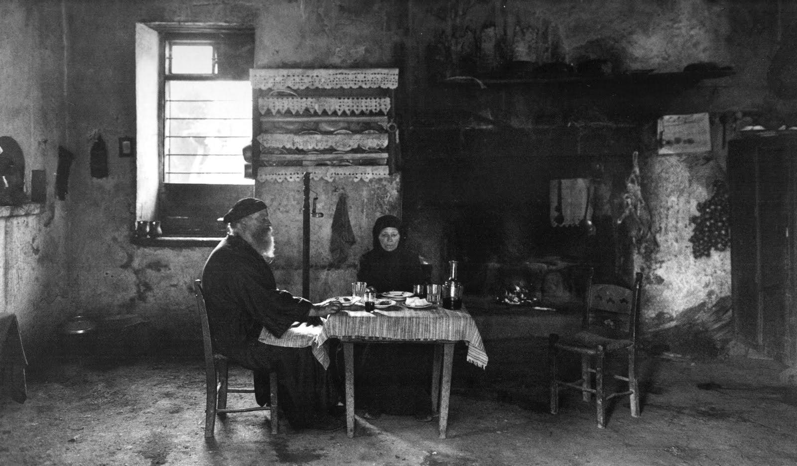 Εσωτερικό σπιτιού στους Λάκκους Χανιών - 1911