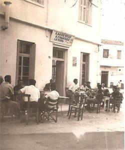 Η είσοδος του παλιού καφενείου