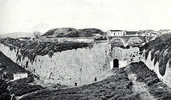 Το υδραγωγείο του Μοροζίνη. Μετέφερε το νερό από τις Αρχάνες στην Κρήνη Μοροζίνη (Λιοντάρια )