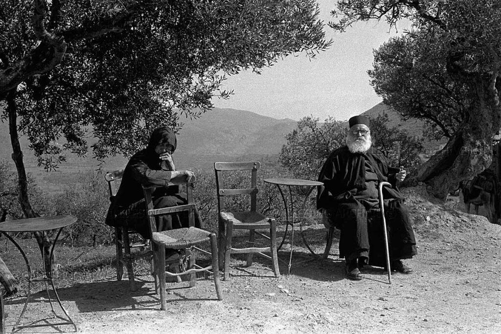 Γερόντισσα και παπάς, Λασίθι 1955