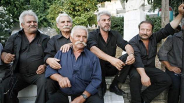 Γιατί οι Κρητικοί φοράνε μαύρο πουκάμισο – Από την Κρήτη της βράκας στην Κρήτη των παντελονιών