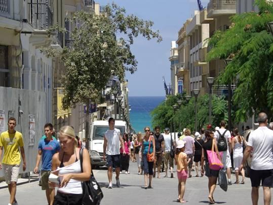 Ηράκλειο: Μια βόλτα, χίλιοι άνθρωποι