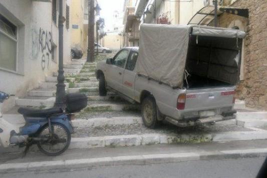 16 φωτογραφίες που δείχνουν ότι εμείς στην Κρήτη, παρκάρουμε όπου θέμε | Κρήτη & Κρητικοί