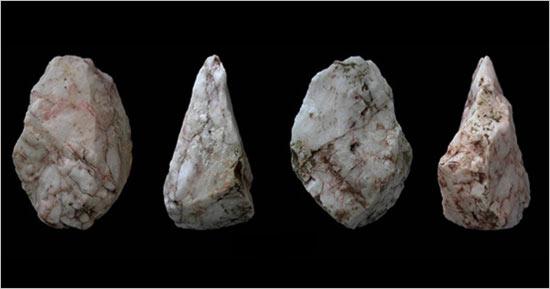 Νέα δεδομένα για τη ναυσιπλοΐα στη Μεσόγειο έφεραν στο φως οι ανακαλύψεις που έκανε η Αμερικανική Σχολή Κλασικών Σπουδών κοντά στον Πλακιά Ρεθύμνου: Τα πέτρινα εργαλεία που βρέθηκαν αποδεικνύουν την ύπαρξη πολύ παλαιότερων θαλασσοπόρων από ότι αρχικά πίστευαν οι ερευνητές