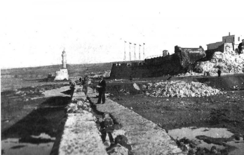 1906 Χανιά, η προέκταση του μώλου και κατασκευή προστατευτικού τοιχείου με πέτρες από τα γκρεμισμένα τείχη της Θεοτοκοπούλου.