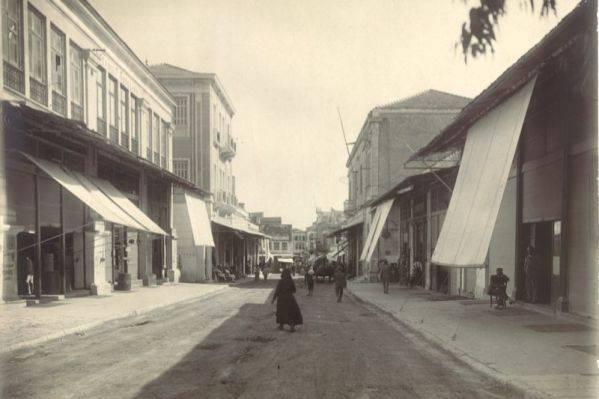 1930 Χανιά, η Χάληδων με θέα απο την Πλατεία 1866. Δεξιά ο Χρυσόστομος , αριστερά τα κτήρια του Κούνδουρου και μετά το μέγαρο Παραδομενάκη.