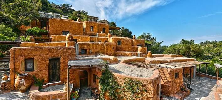 Κρητικοί ξενοδόχοι έκαναν τη διαφορά και οι τουρίστες κάνουν ουρά: Αναπαλαίωσαν σπιτάκια 300 ετών και δεν έβαλαν ρεύμα