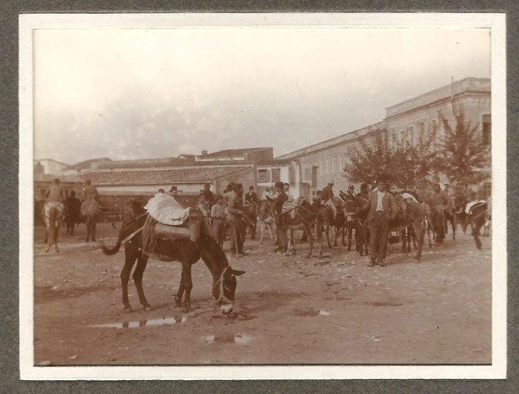 Οι Κισλαδες (στρατωνες) από την πίσω πλευρά όπου σήμερα η πλατεία Δασκαλογιαννη