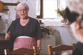 Let's dot it Χαρίλαε: Η yolo γιαγιά από την Κρήτη που κάνει θραύση