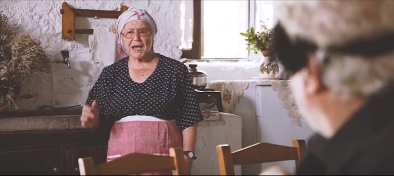Let's dot it Χαρίλαε: Η yolo γιαγιά από την Κρήτη που κάνει θραύση | Χιούμορ | Κρήτη & Κρητικοί
