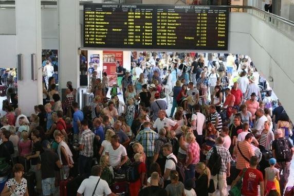 heraklion-airport-crowds