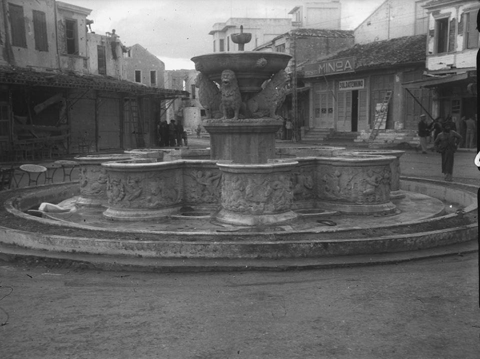 Κρήτη 1941. Ηράκλειο, Η Κρήνη Μοροζίνι στην πλατεία Λιονταριών