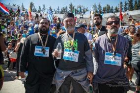 Έτρεξαν με τα ράσα στον Ημιμαραθώνιο Κρήτης!