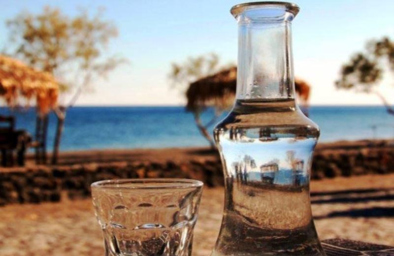 Η γνήσια, παραδοσιακή τσικουδιά της Κρήτης δεν έχει χρωστικές, αρωματικές ουσίες, βελτιώσεις και μίξεις. Είναι πράγματι ένα αγνό προϊόν
