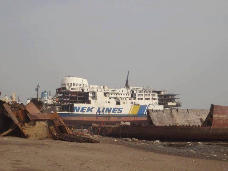 """Το τελευταίο αντίο του ιστορικού πλοίου της ΑΝΕΚ """"ΛΙΣΣΟΣ"""", σε διαλυτήριο πλοίων στην Ινδία"""