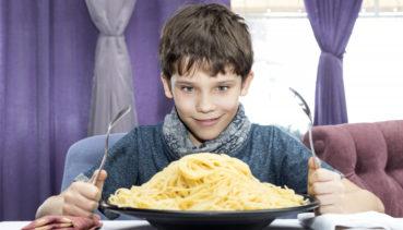 «Το κοπέλι είναι λυσασμένο τσι πείνας»: Η επική παραγγελία σερβιτόρου στην Κρήτη!