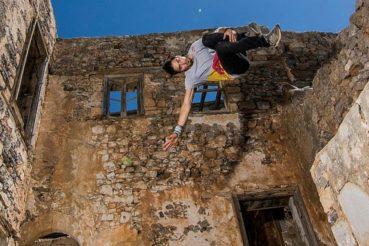 Freerunning στη Σπιναλόγκα που προκαλεί ανατριχίλα (video)