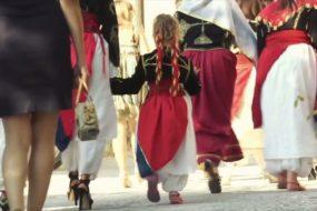 """""""Καλώς ήρθατε συμπεθέροι"""" – Το βραβευμένο ντοκιμαντέρ για τον Ανωγειανό γάμο"""