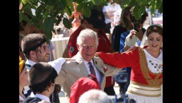 """Ο Κάρολος και η Καμίλα χόρεψαν Κρητικό """"σιγανό"""" στην επίσκεψή τους στην Κρήτη"""