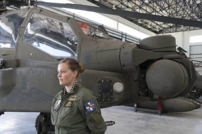 Όλγα Τσακνάκη: Η Κρητικιά επιλοχίας της Αεροπορίας Στρατού που φτιάχνει ελικόπτερα Απάτσι
