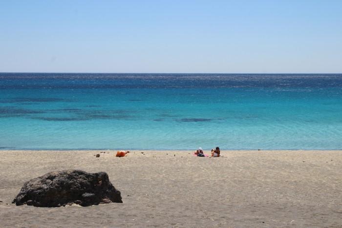 """Λες και είσαι στην Αφρική… Η """"άγνωστη"""" παραλία της Κρήτης που συγκαταλέγεται στις καλύτερες παρθένες παραλίες της Ευρώπης"""