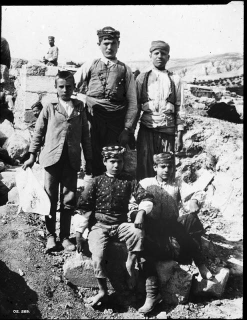 Ομάδα εργατών στην Κνωσσό το 1902