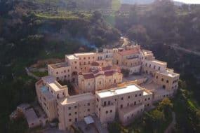 Τα μοναστήρια της Κρήτης - Φωτεινά μονοπάτια (ντοκιμαντέρ)