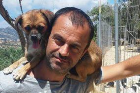 Ο Κρητικός που στο καταφύγιό του έχει σώσει πάνω από 1000 ζώα