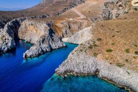 Η παραδεισένια, αλλά καταραμένη παραλία της Κρήτης