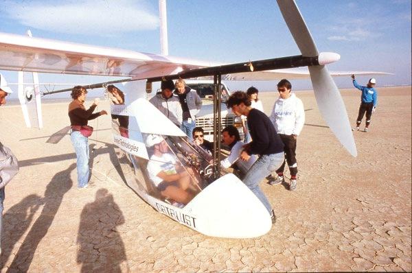 Το αεροπλάνο που κινούνταν με τη δύναμη των πεταλιών. Ξεκίνησε από την Κρήτη για να συντριβεί πριν τη Σαντορίνη